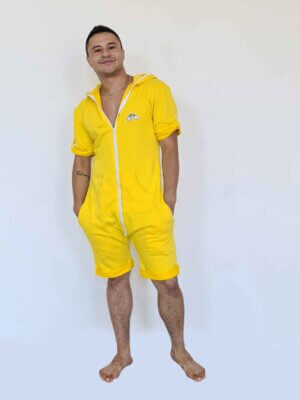 Желтый короткий комбинезон Not my Problalma с ламой принтом на спине бренд THE ONE мужской